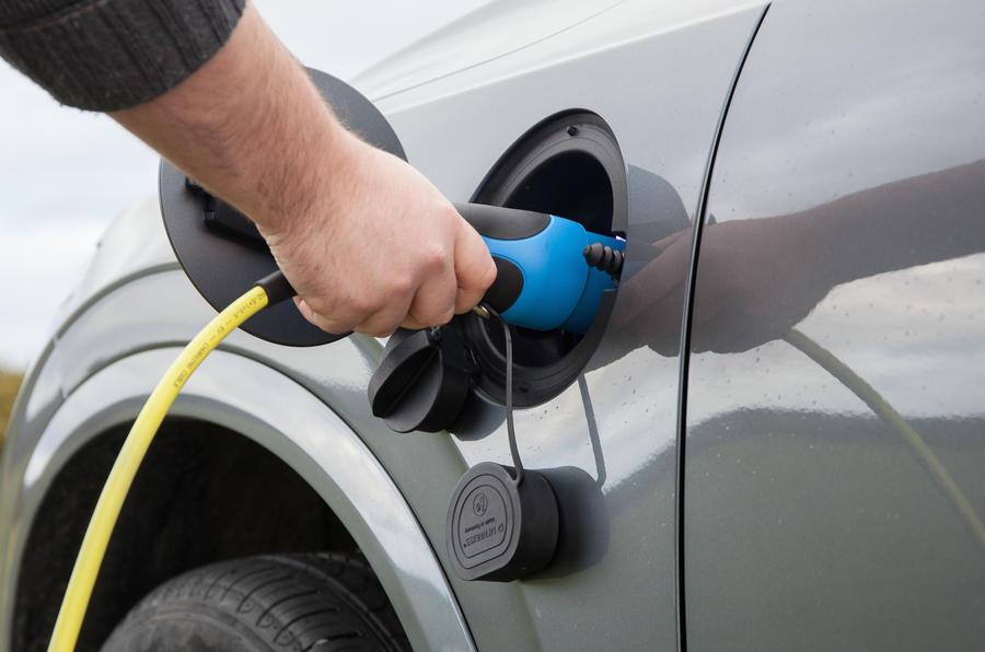 Volvo XC90 hybrid-plug-in