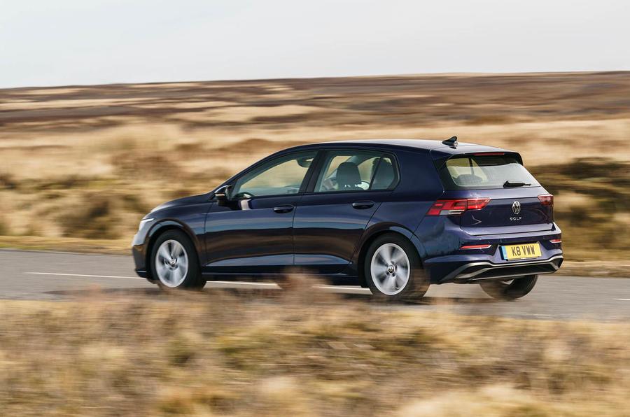 2020 Volkswagen Golf TSI 130 Life - rear 3/4