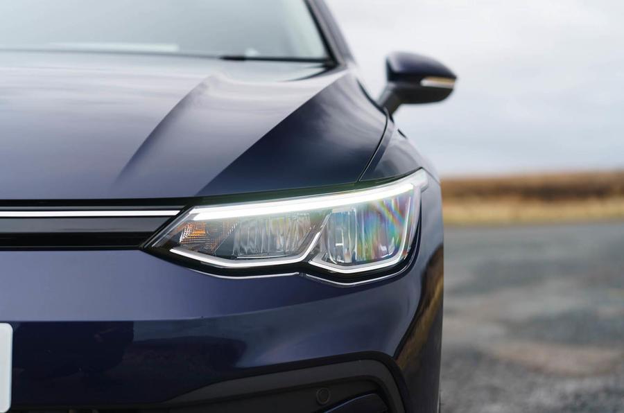 2020 Volkswagen Golf TSI 130 Life - headlight
