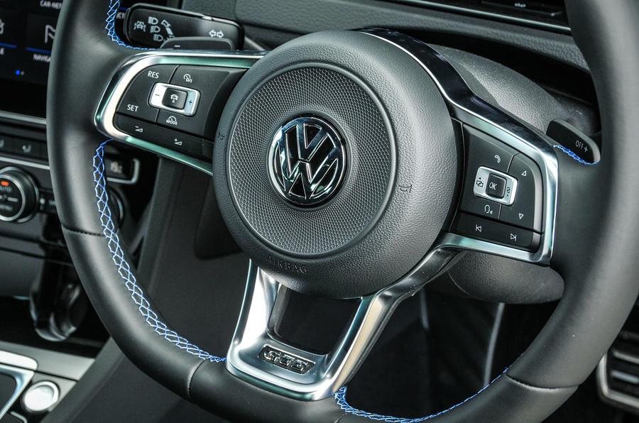 Volkswagen Golf GTE steering wheel