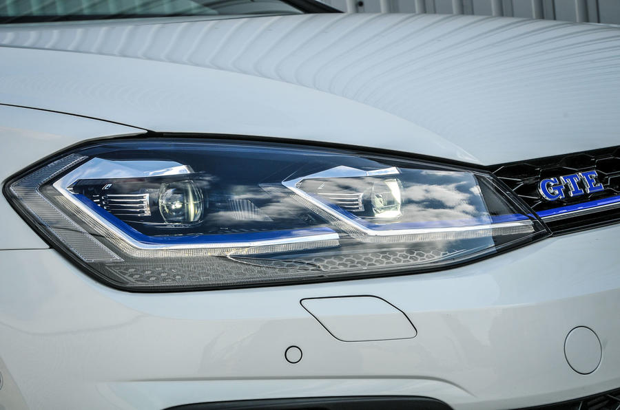 Volkswagen Golf GTE headlights