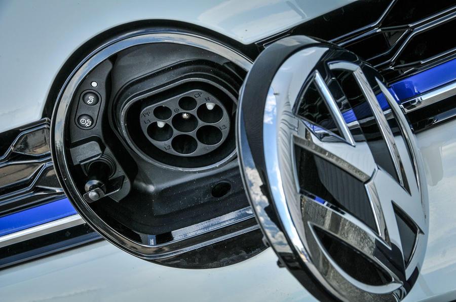 Volkswagen Golf GTE charging port