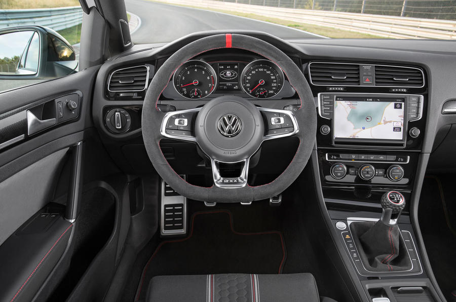 Volkswagen Golf GTI Clubsport S dashboard