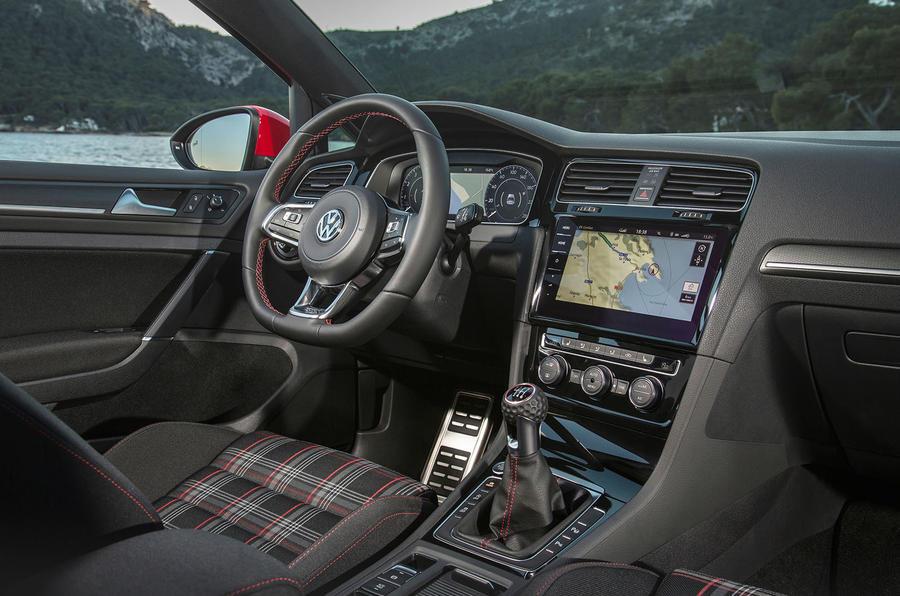 Volkswagen Golf GTI Performance interior