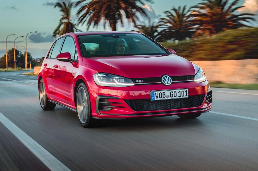 Volkswagen Golf GTI Performance cornering
