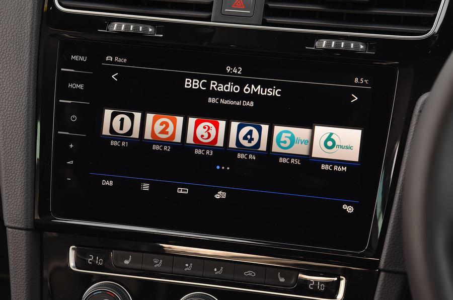 Volkswagen Golf R DAB radio