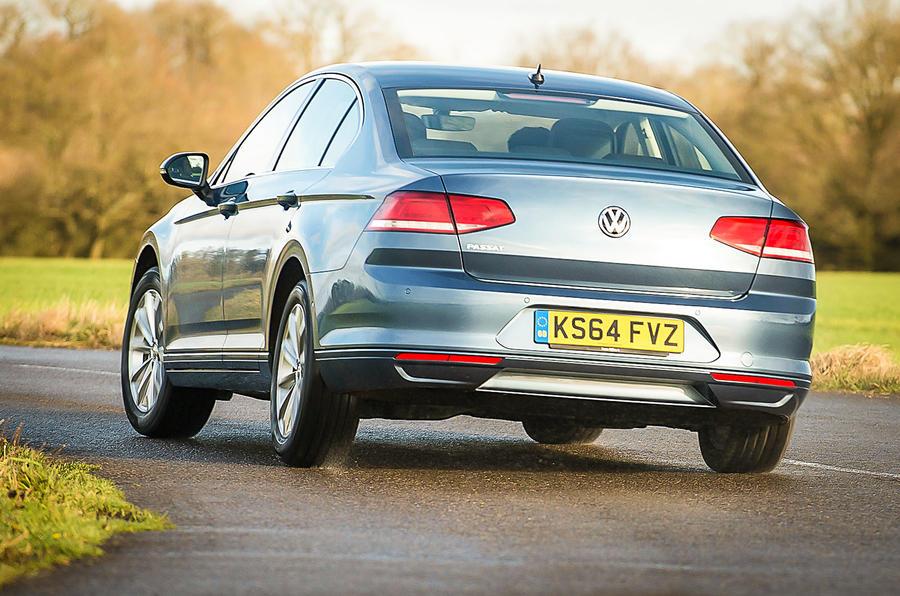 Volkswagen Passat 1.6 TDI S rear cornering