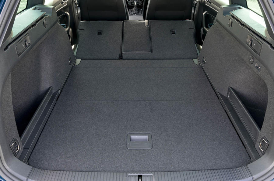 Autocar VW Passat Alltrack 2019 boot