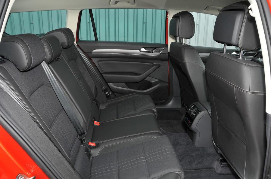 Volkswagen Passat Alltrack 2.0 TDI 4Motion rear seats