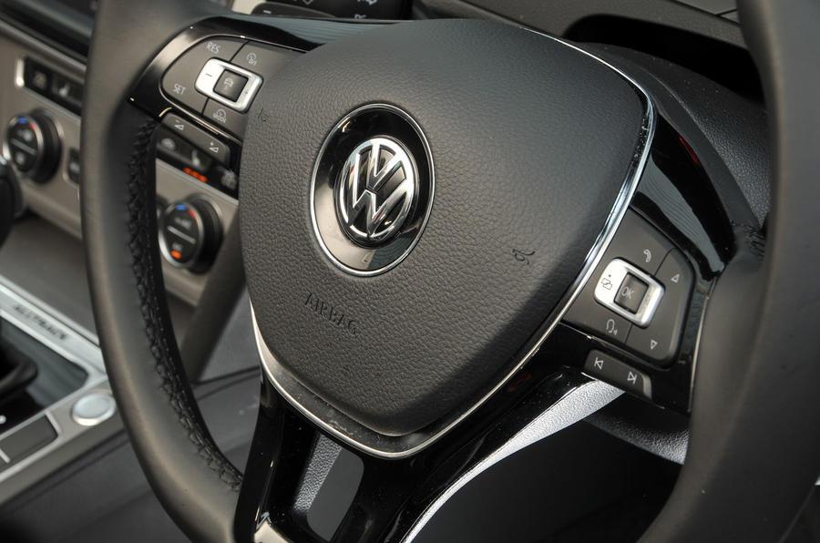 Volkswagen Passat Alltrack 2.0 TDI 4Motion steering wheel