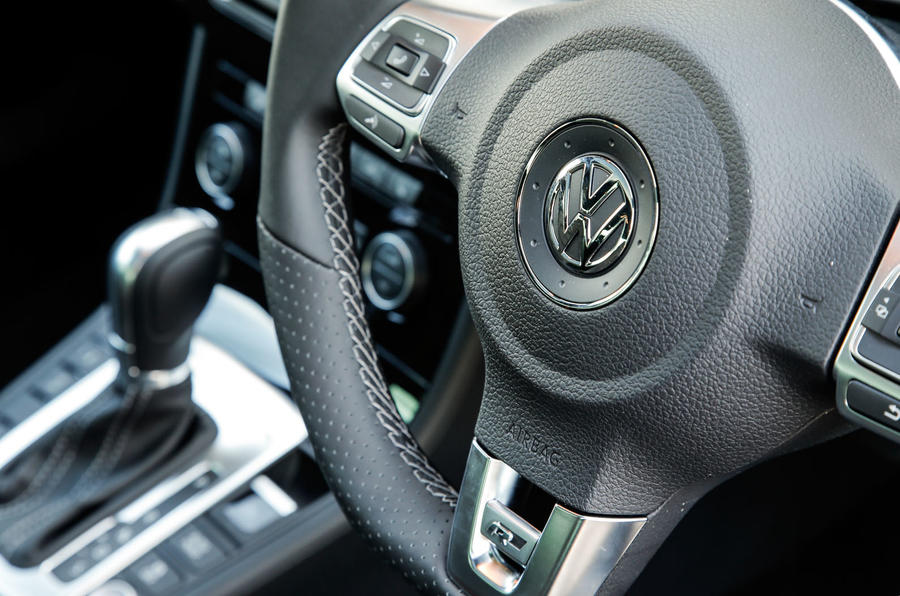 Volkswagen CC steering wheel controls