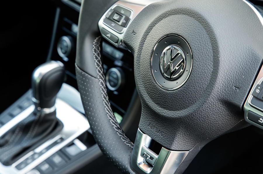 Volkswagen CC steering wheel controls