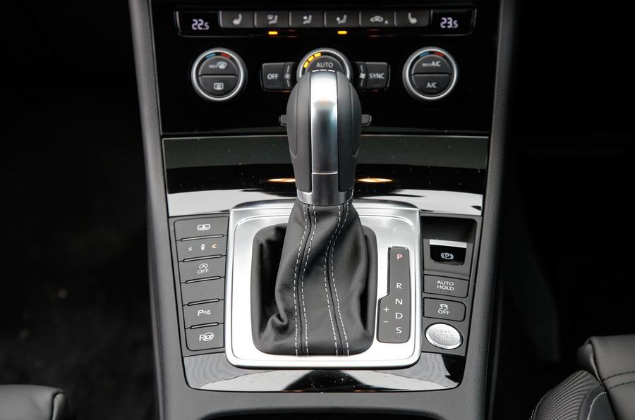 Volkswagen CC Black Edition DSG gearbox