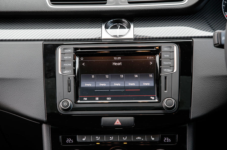 Volkswagen CC Black Edition infotainment