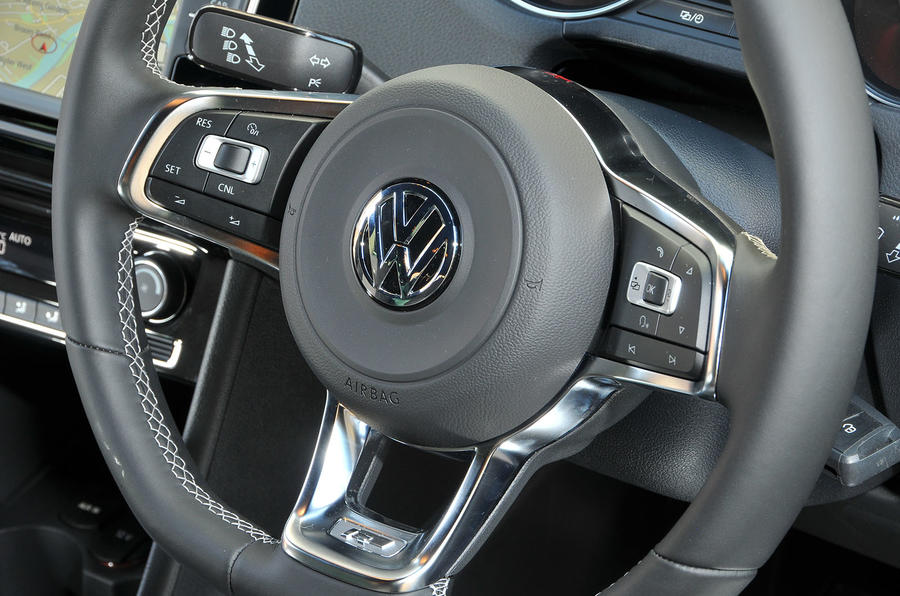 Volkswagen Polo R-Line steering wheel
