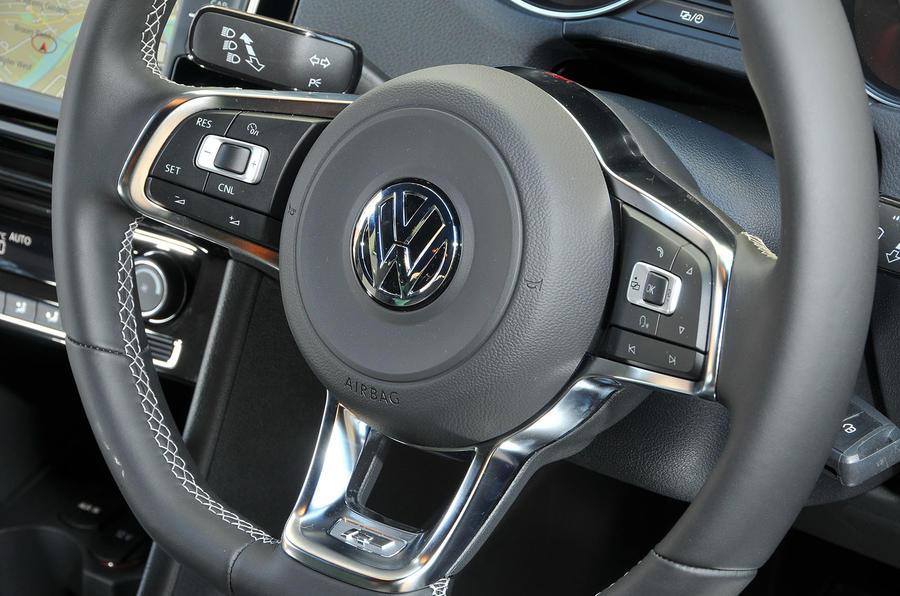 Volkswagen Polo R-Line steering wheel