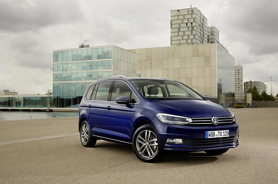 4 star Volkswagen Touran SE