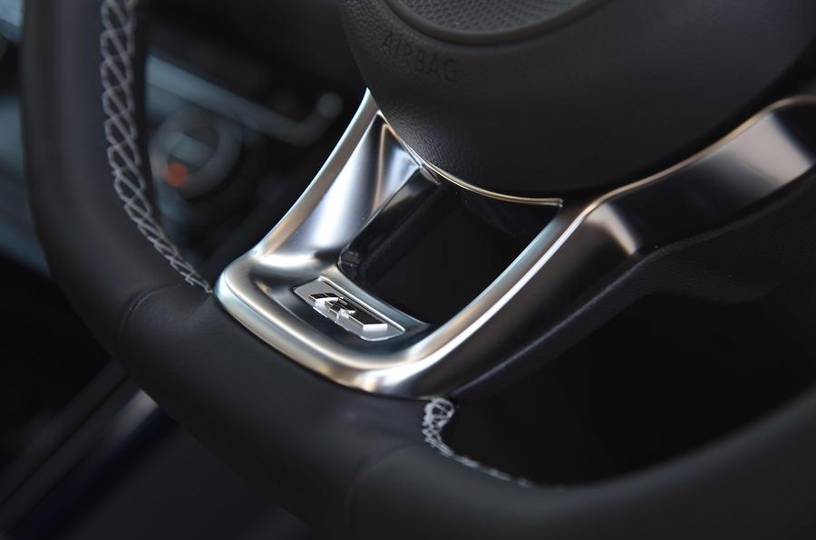 Volkswagen Touran R-Line badging