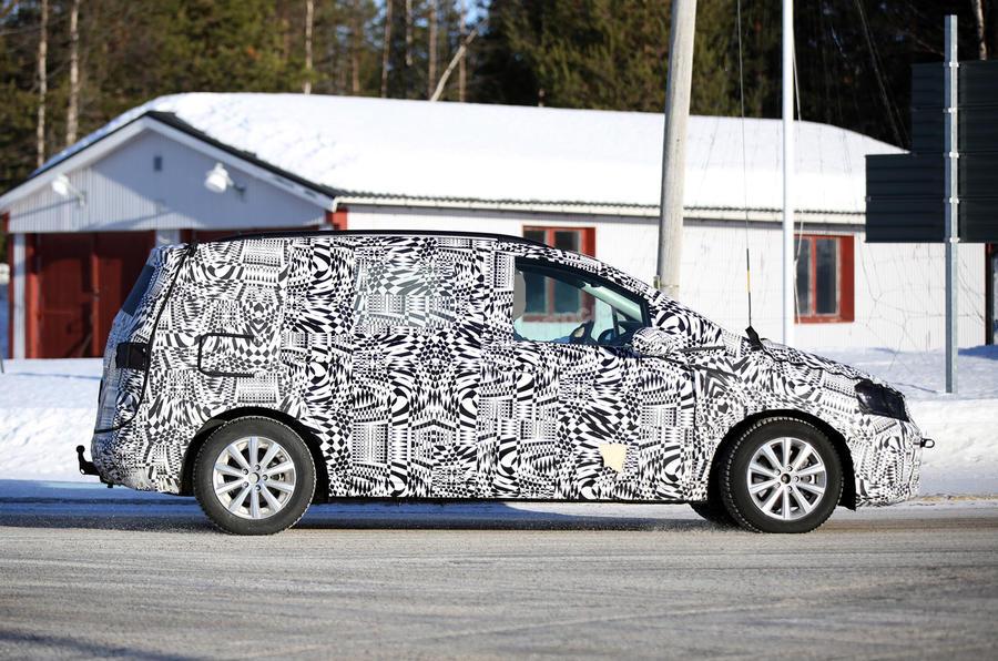 2015 - [Volkswagen] Touran - Page 4 Vw-touran-spy-2015-5