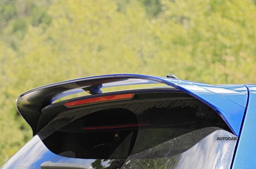 Volkswagen Golf R Mk8 spyshots spoiler