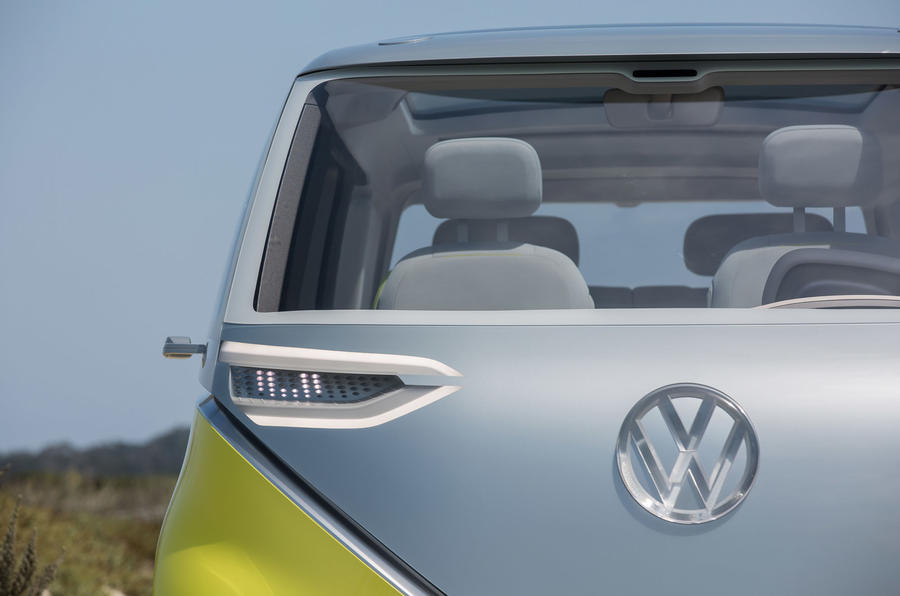 volkswagen  put microbus inspired id buzz electric car  production autocar