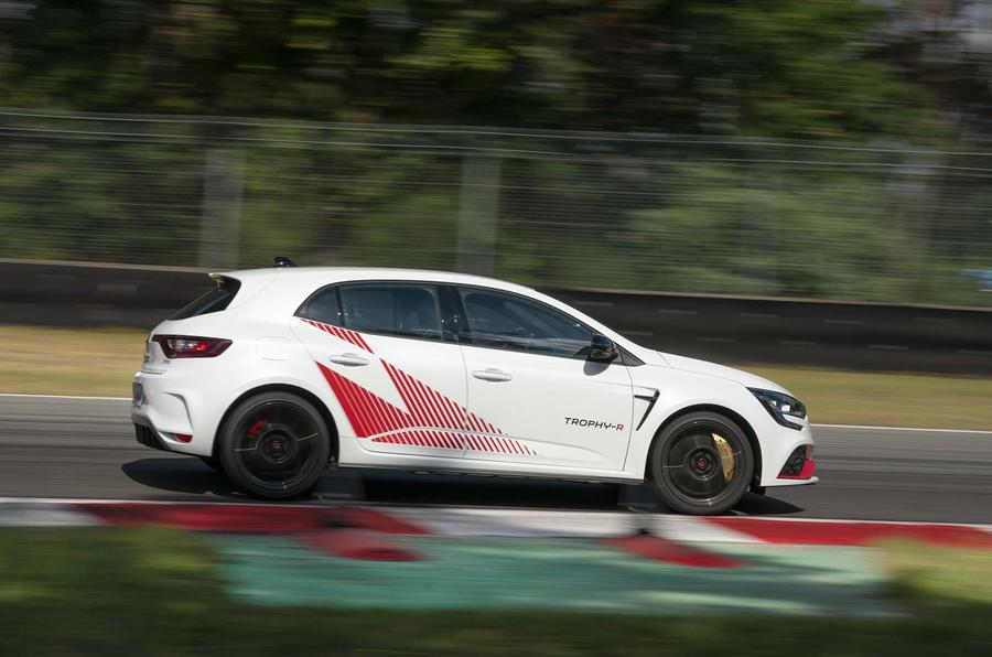 Renault Mégane RS Trophy-R cornering - side