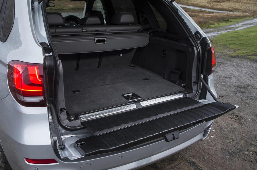BMW X5 xDrive40e split tailgate