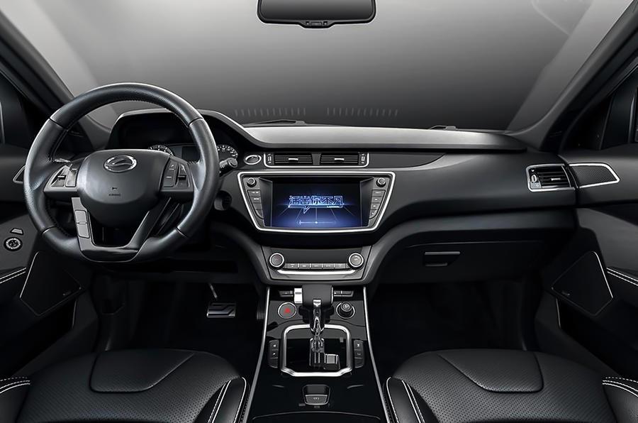 LandWind X7 Range Rover Evoque rip-off interior