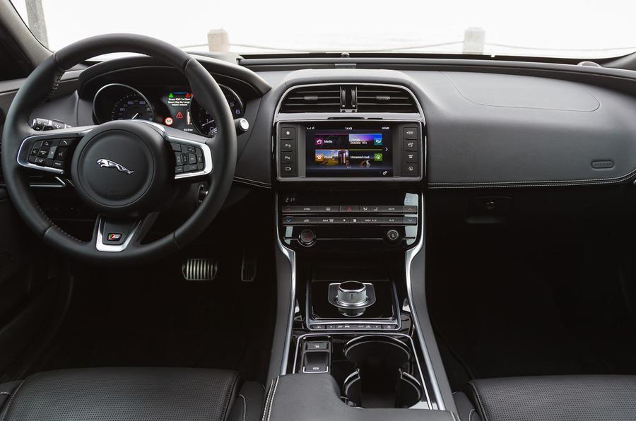 Jaguar XE dashboard