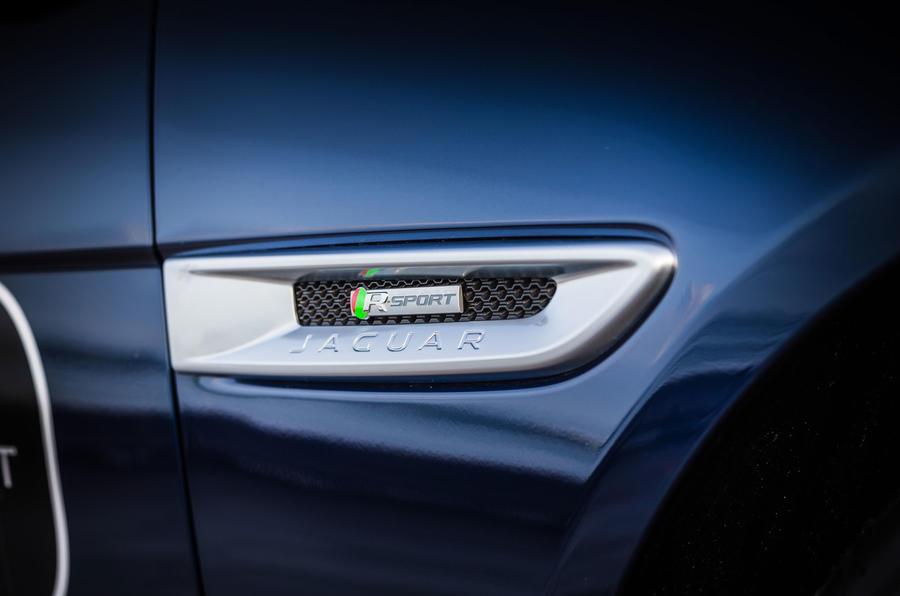 Jaguar XE side indicator detail