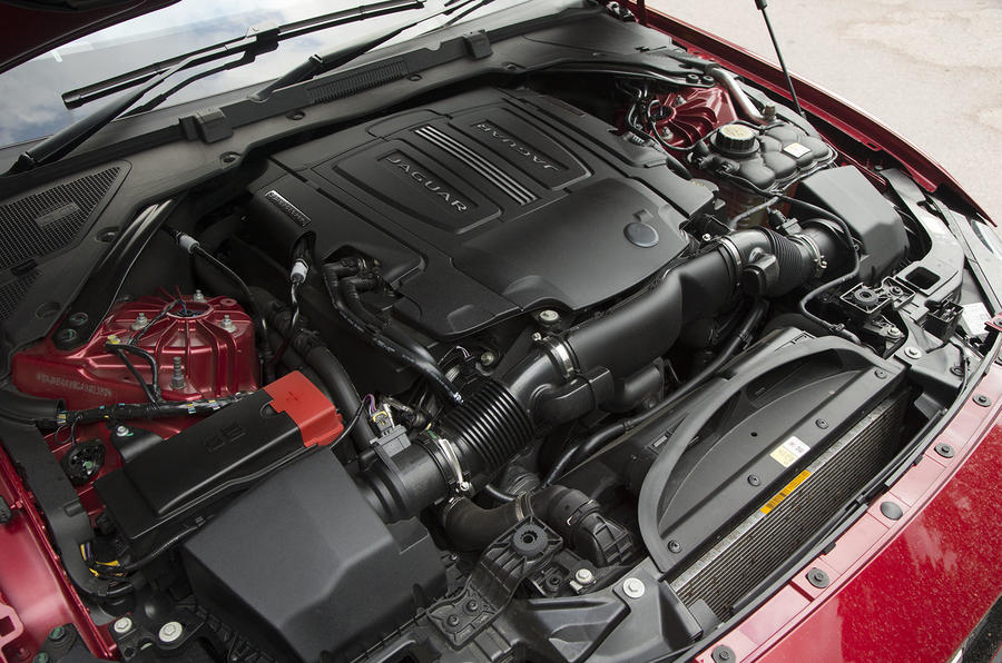 3.0-litre V6 Jaguar XE S engine