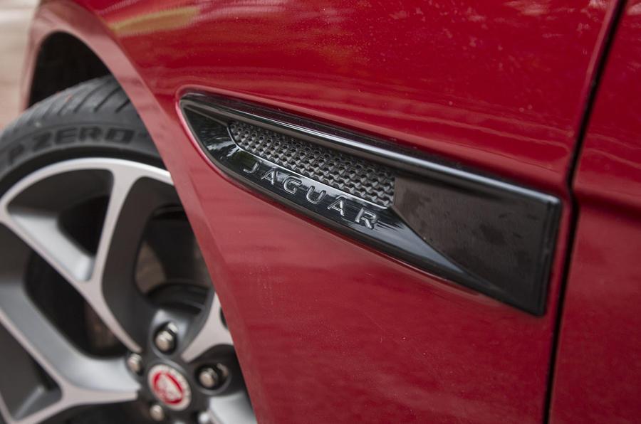 Jaguar XE S carbonfibre details