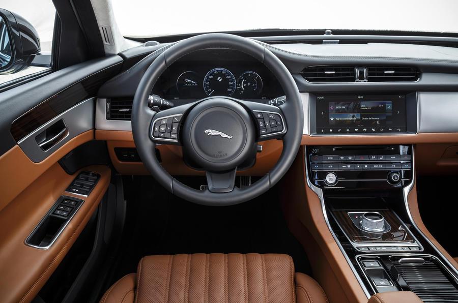 Jaguar XF S dashboard