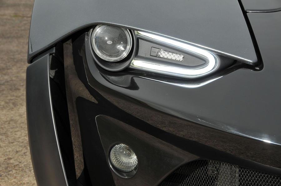 Zenos E10 R xenon headlights