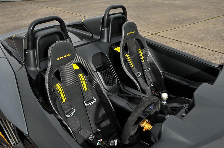 Zenos E10 R racing seats