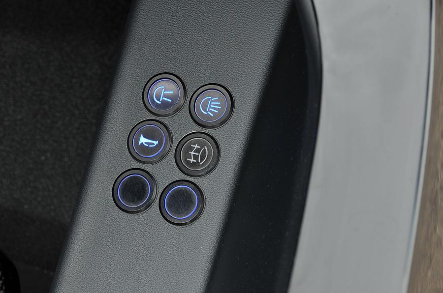 Zenos E10 R switchgear