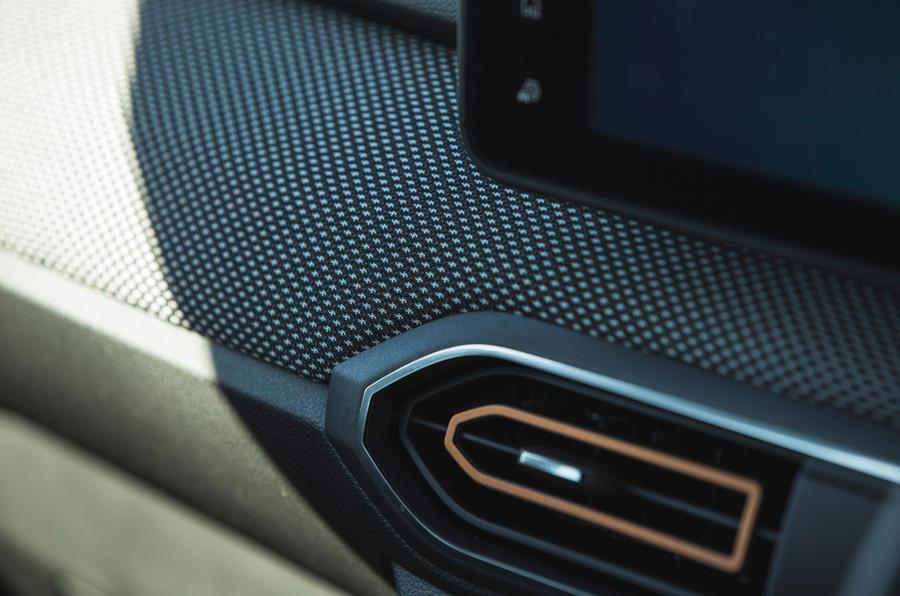 10 Dacia Sandero Stepway 2021 LT garniture intérieure