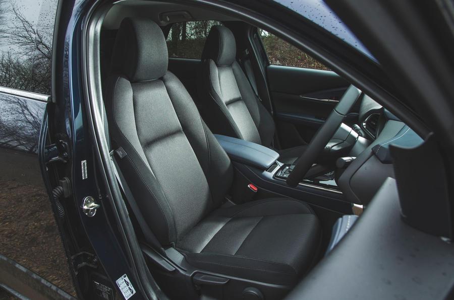 10 Mazda MX 30 2021 : révision à long terme de la cabine