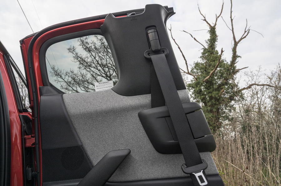 10 Mazda MX 30 2021 LT portes arrière