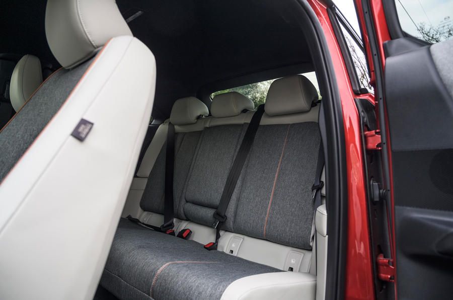 11 Mazda MX 30 2021 LT sièges arrière
