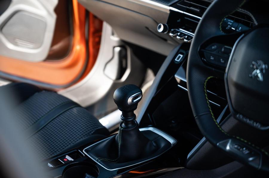 Peugeot 2008 2020 : essai à long terme - console centrale