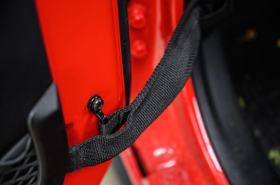 Jeep Wrangler Rubicon 2020 : examen à long terme - sangles