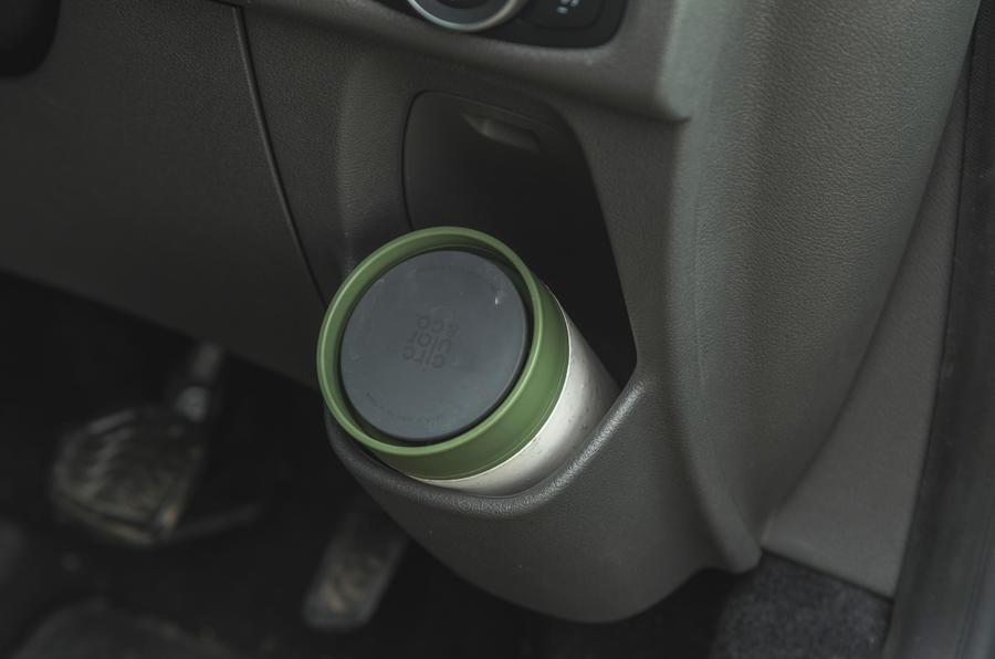 14 Ford Tourneo 2021 LT Rangement des boissons