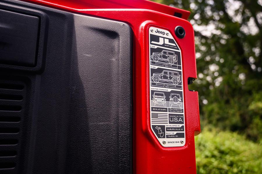Jeep Wrangler Rubicon 2020 : bilan à long terme - autocollant