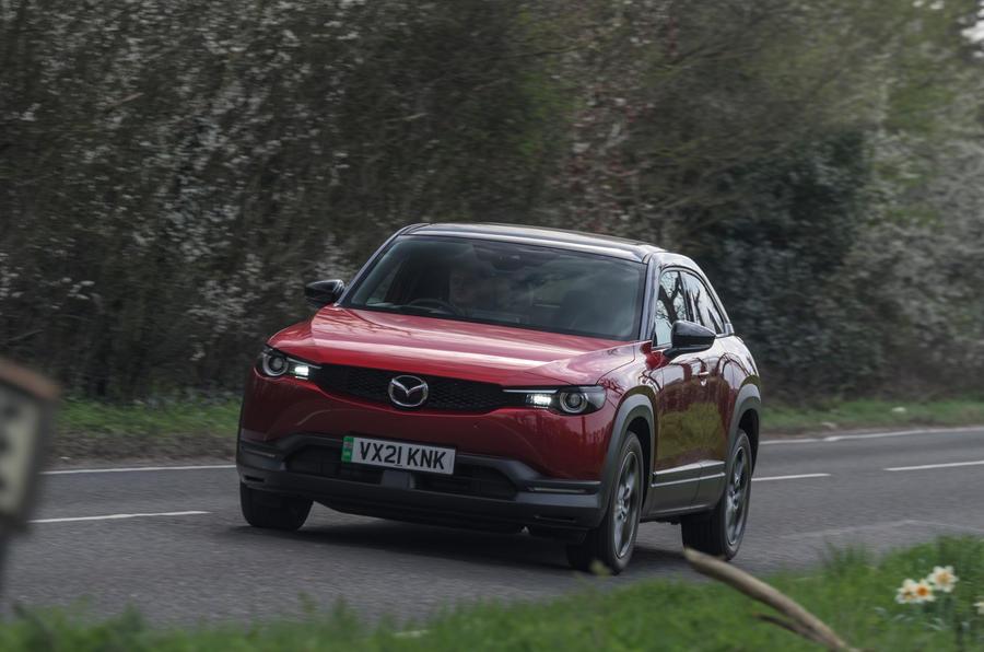 14 Mazda MX 30 2021 LT sur route avant
