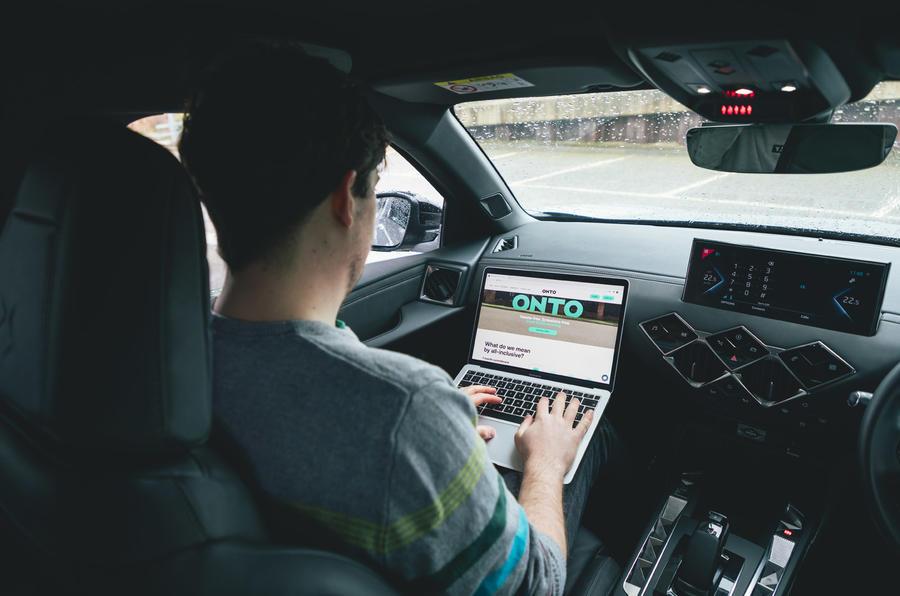 15 Sur l'abonnement de la voiture, test à long terme de l'ordinateur portable TM