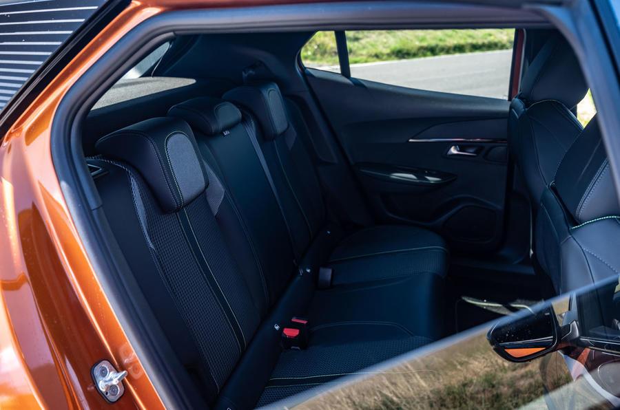 Peugeot 2008 2020 : essai à long terme - sièges arrière