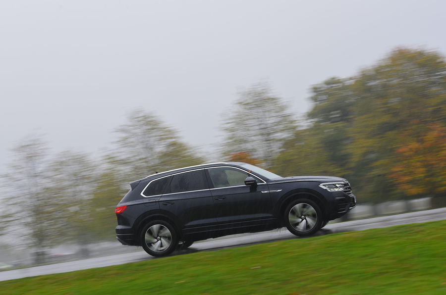 Volkswagen Touareg 2019 long-term review - driving through the park side