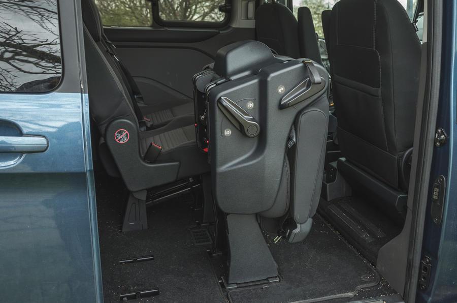 16 Ford Tourneo 2021 LT sièges rabattables