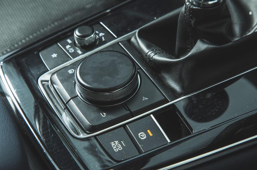 16 Mazda MX 30 2021 : cadran rotatif pour l'examen à long terme